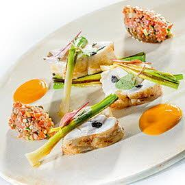 Żabnica z sosem ze skorupiaków i pomidorowym quenelles