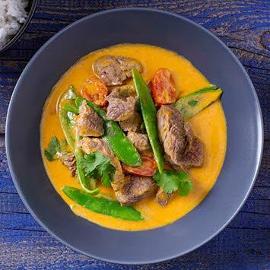 Czerwone curry z wołowiną