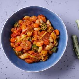 Fasola w sosie pomidorowym z czerwonym curry
