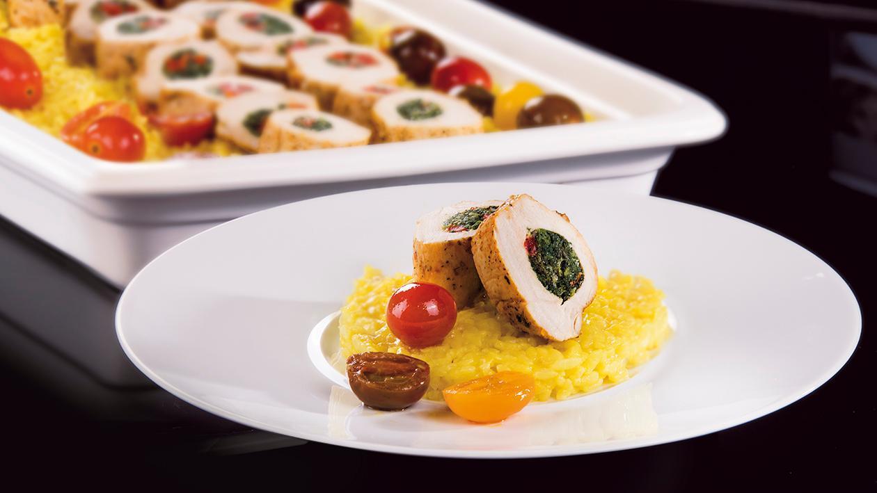 Filet z kurczaka nadziewany szpinakiem i grillowaną papryką z szafranowym risotto