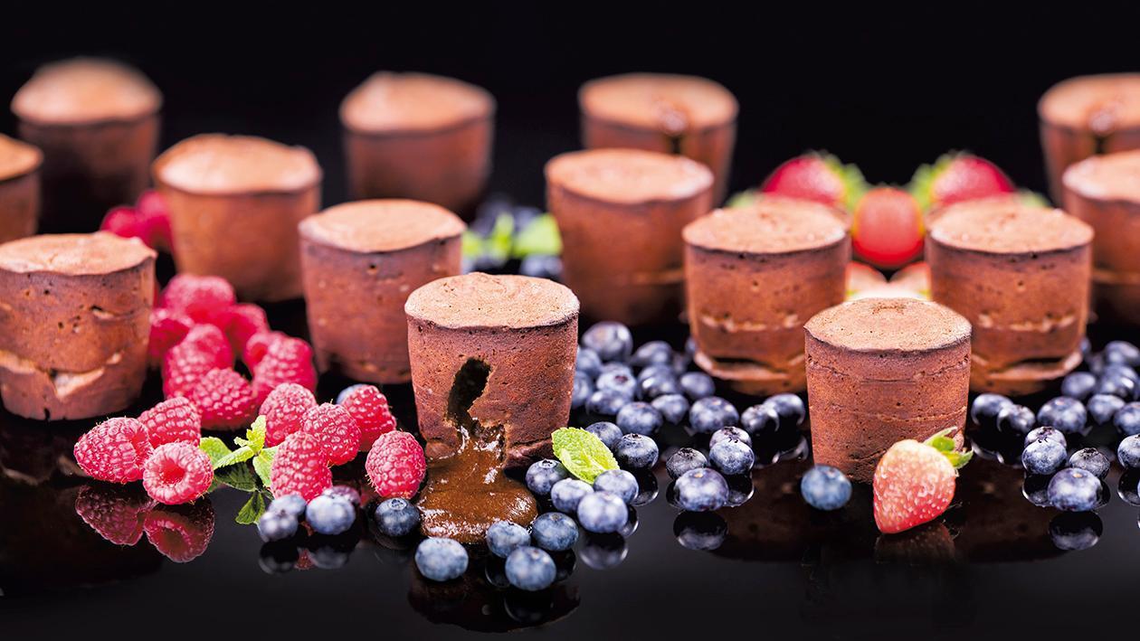 Fondant czekoladowy ze świeżymi owocami