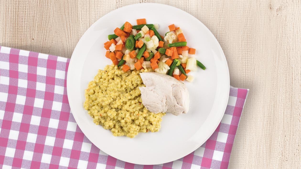 Kremowy makaron z kurczakiem i warzywami