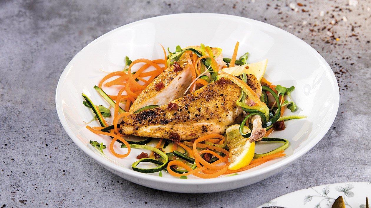 Kurczak na spaghetti warzywnym