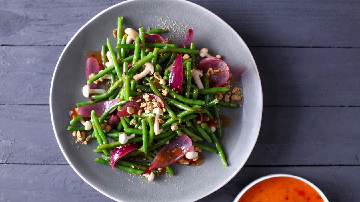 Sałatka z zielonej fasolki i grzybów shimeji