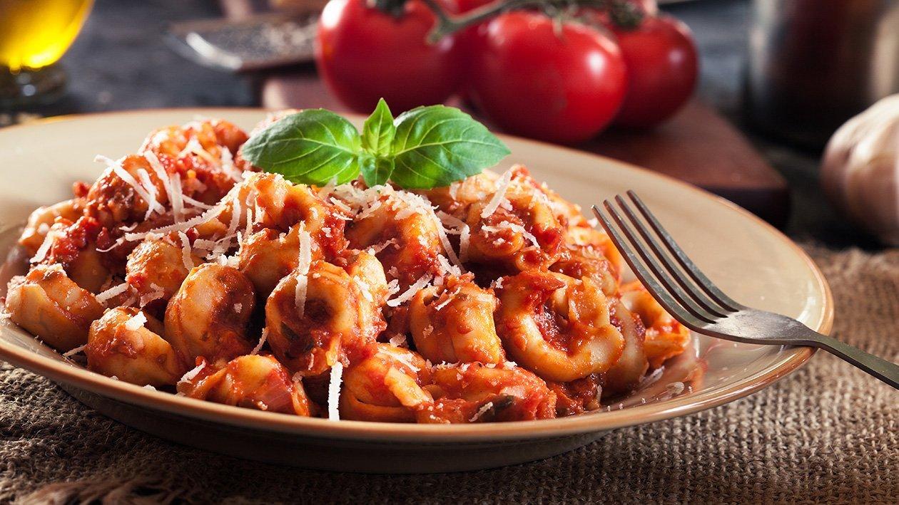 Torellini mięsne w sosie pomidorowym