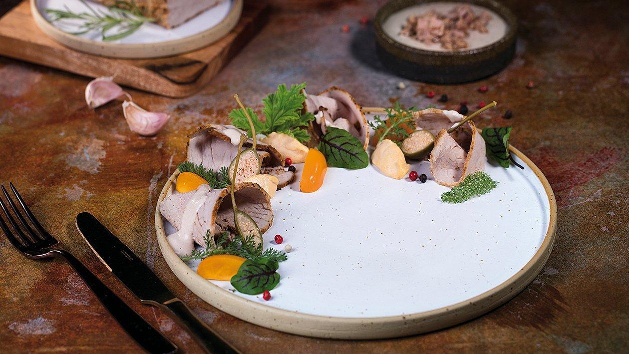Vitello Tonnato z kremowym sosem tuńczykowo-kaparowym
