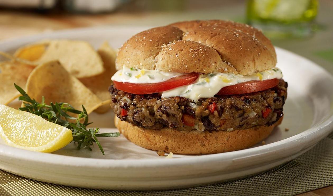 Wegetariański burger z czarwonej fasoli