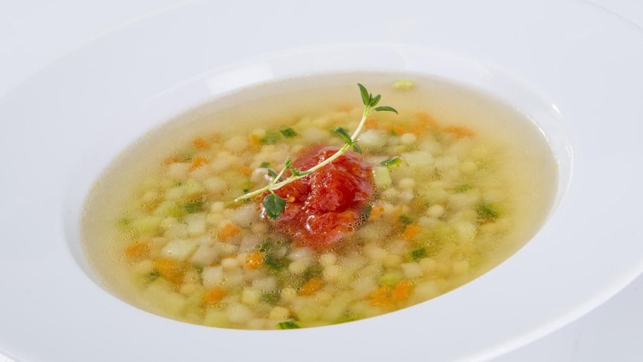 Zupa z młodej kalarepy i zielonych ogórków