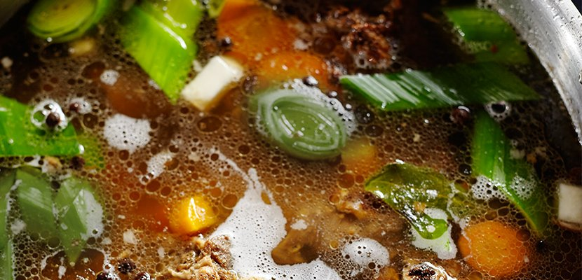 Knorr Professional Rinder Bouillon geliert 800 g - Voller Geschmack - über Stunden schonend gekocht.