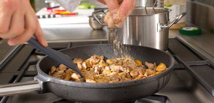 Knorr Klare Fleischsuppe mit Suppengrün 880 g - Eine aromatische Bouillon ist das Herz einer jeden Küche - ohne Kompromisse.