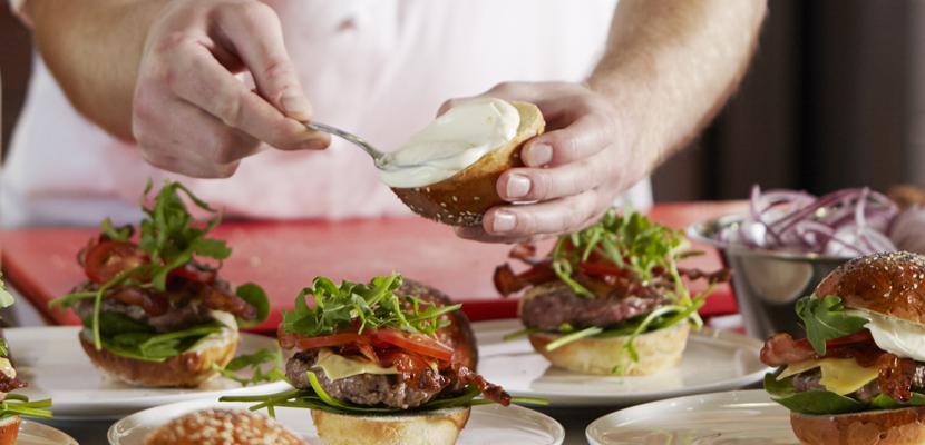 """Hellmann's Mayonnaise 80% Fett 430 ml - """"Die Qualität der Zutaten macht den Unterschied bei meinen Burgern."""""""