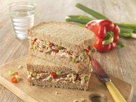 Sanduíche de Pasta de Atum, Pimento Vermelho e Cebolinho