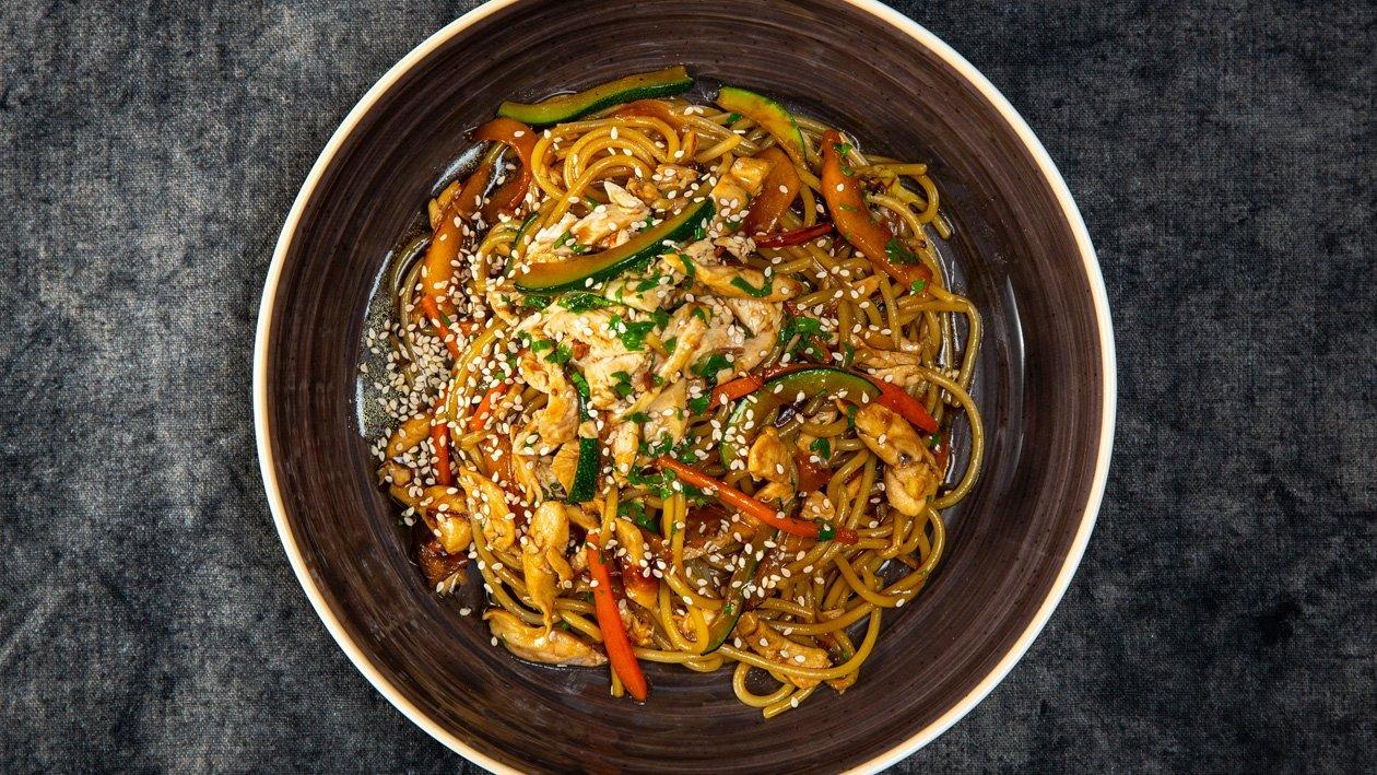 Esparguete com Frango e Legumes