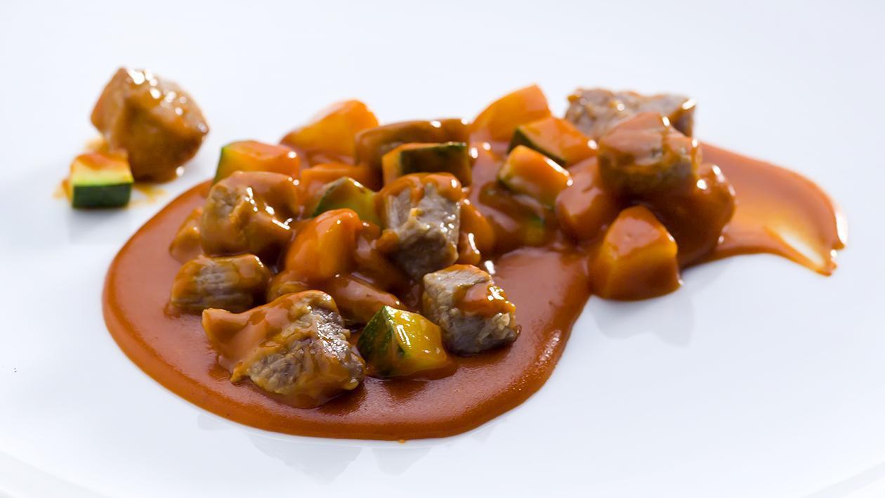 Estufado de Vaca com Legumes da Estação e Molho Cremoso de Tomate