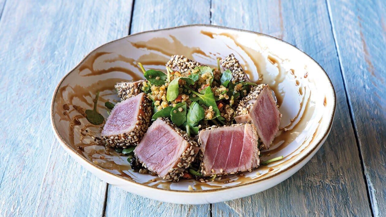 Naco de Atum braseado com Salada de Agrião e Quinoa