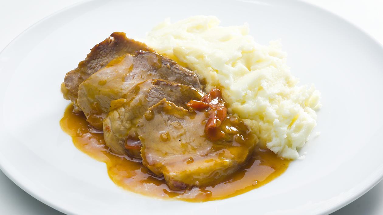 Pá de Porco Estufada com Puré de Batata
