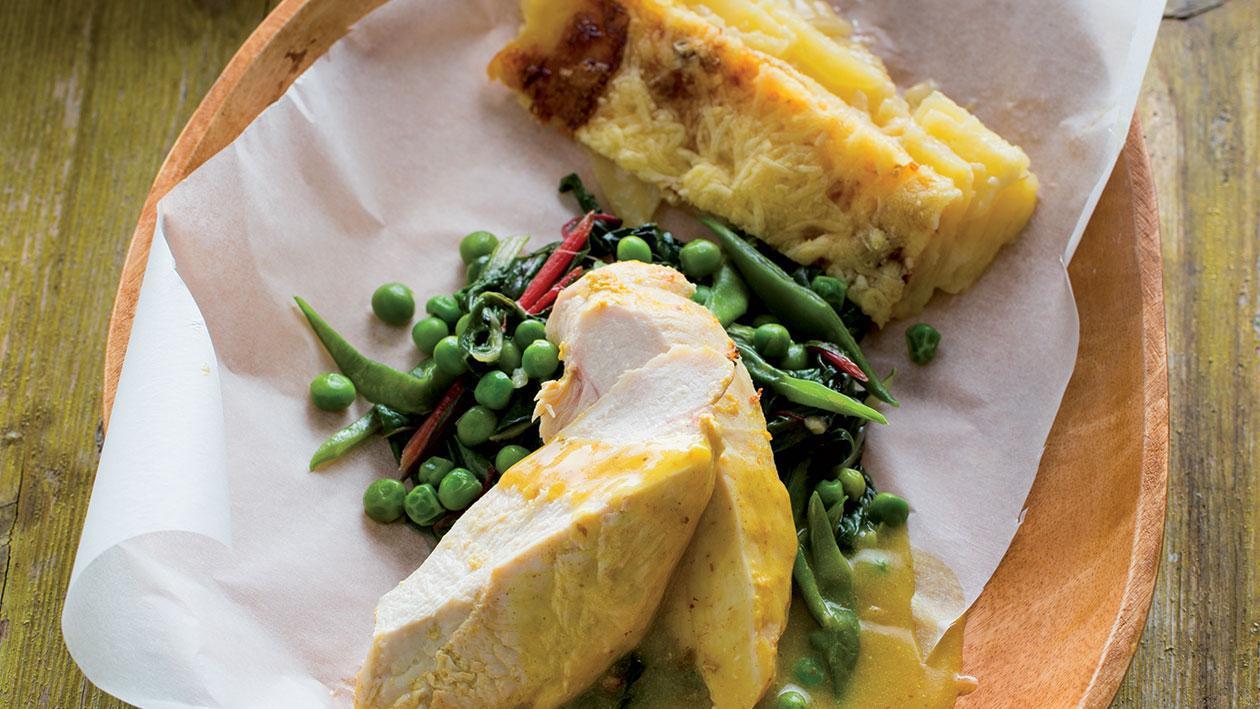 Peito de Frango com Mostarda, Batata Gratinada e Legumes Estufados