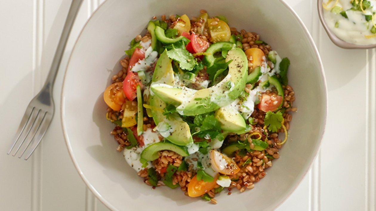 Salada de Farro com Molho de Iogurte