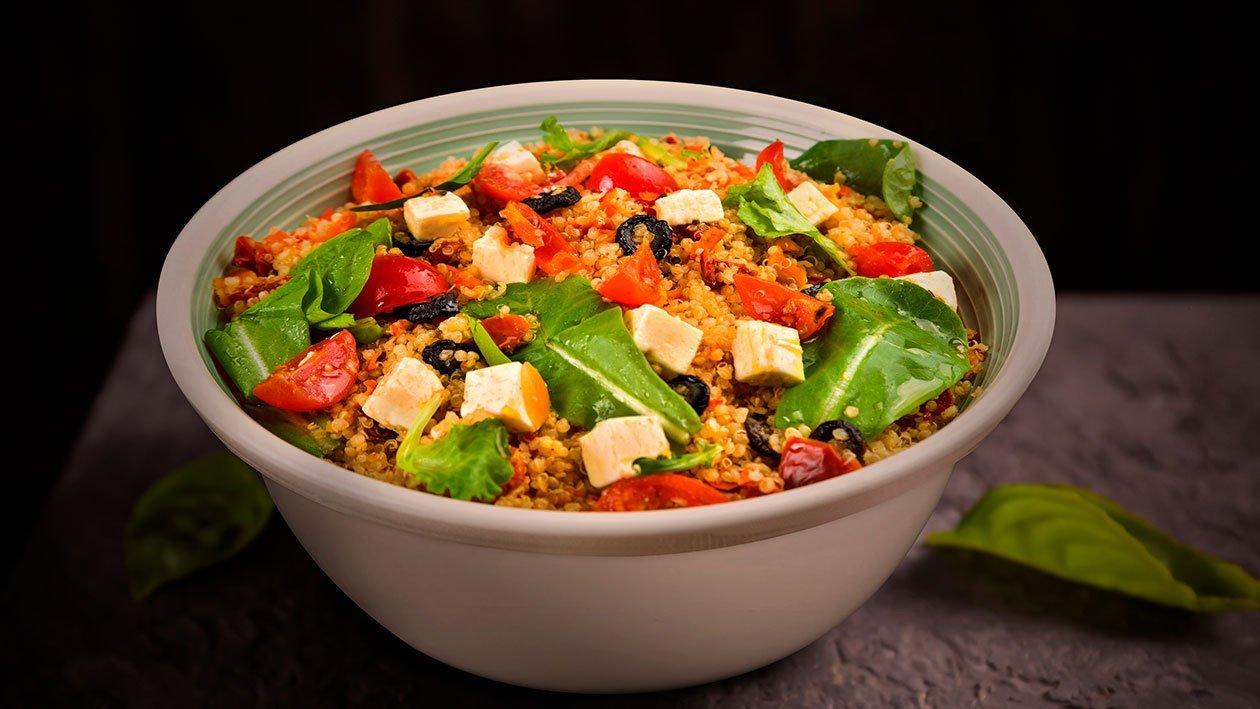 Salada de Quinoa com Queijo Feta e Tâmaras