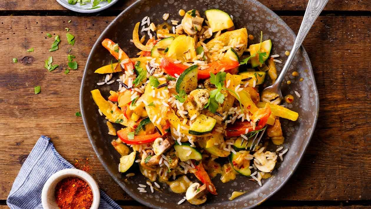 Salteado de legumes com arroz selvagem