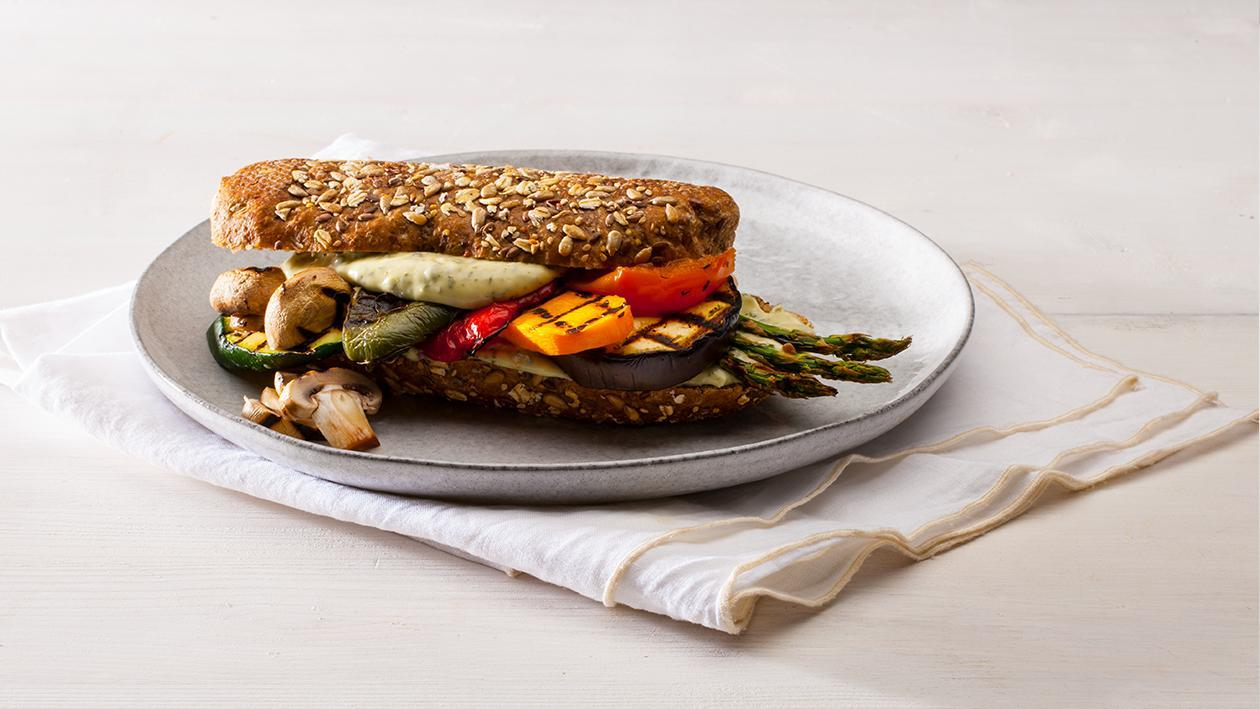 Sanduíche com legumes grelhados