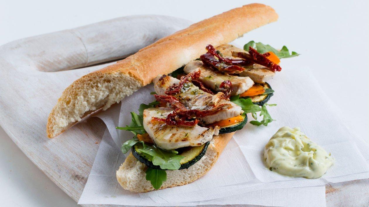 Sanduíche de Frango e Legumes Grelhados