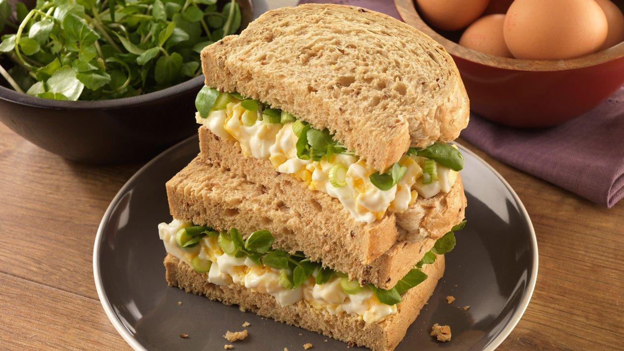 Sanduíche de Pasta de Ovo e Agrião