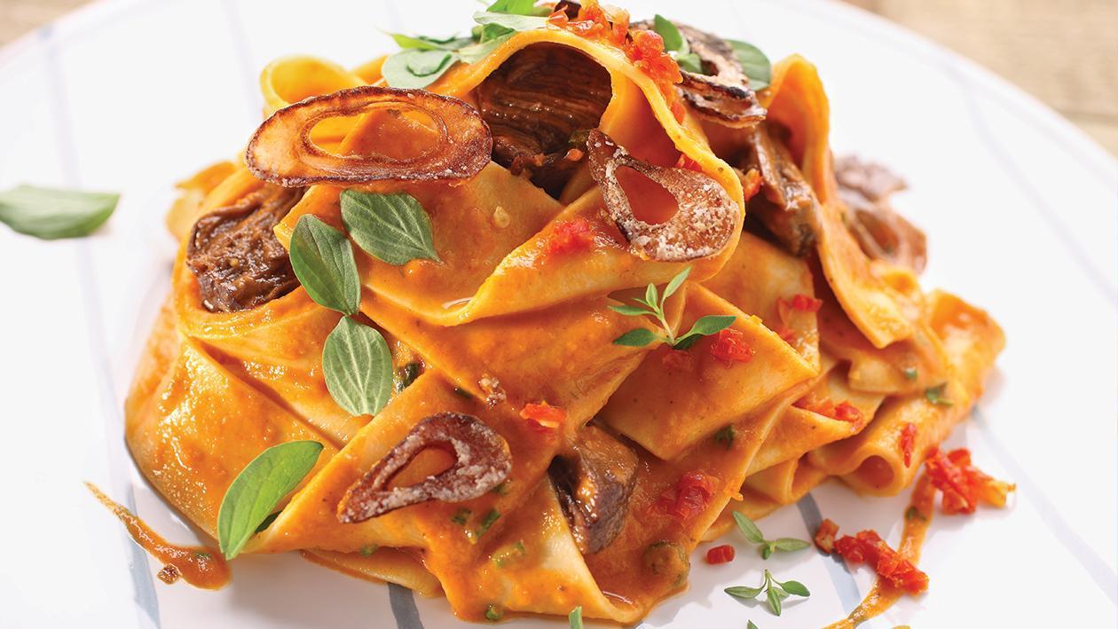 Talharim Salteado com Molho de Tomate, Carne e Mostarda