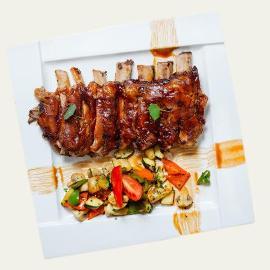Coaste vitel cu sos barbeque si legume cu ghimbir