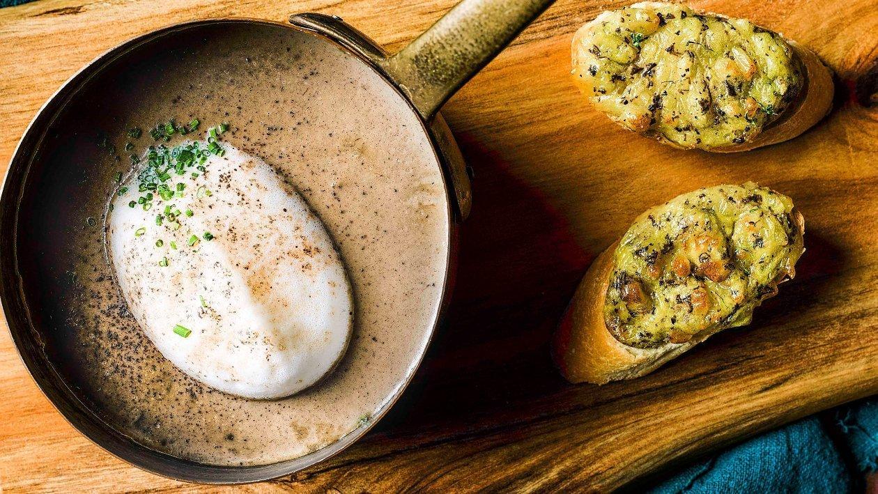 Cappuccino de ciuperci si toast cu branza si trufe