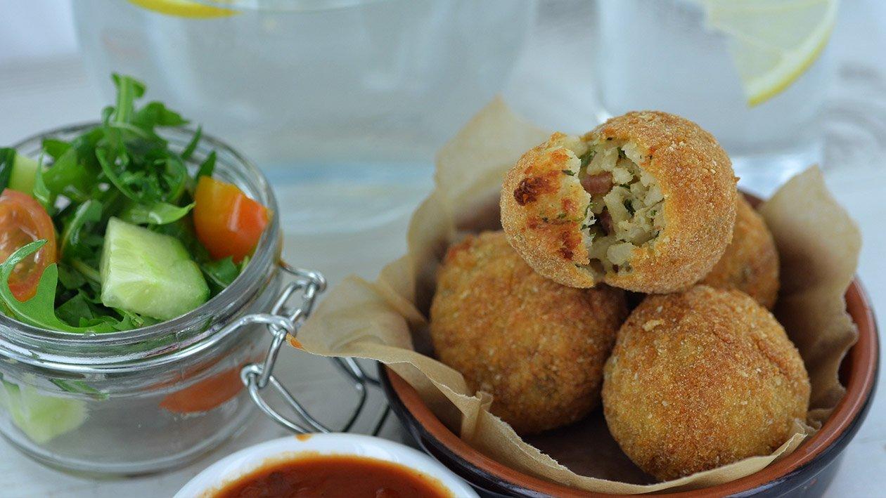 Chiftelute-aperitiv de inspiratie siciliana: arancini cu orez in stil Carbonara