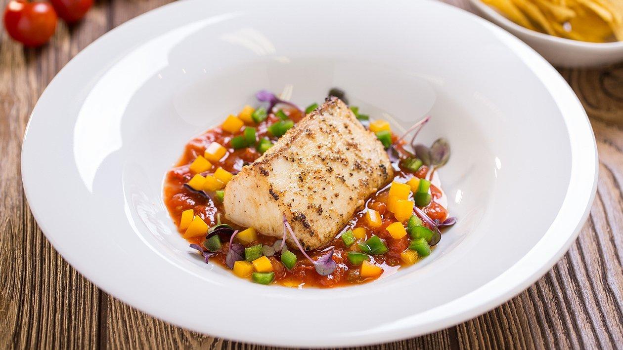 File butterfish cu sos de rosii si ardei colorat