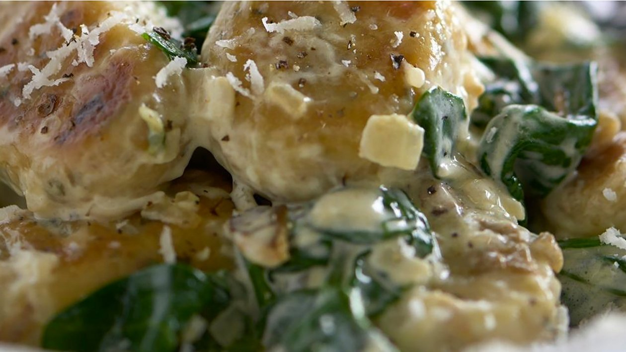 Gnocchi cu ciuperci, spanac si sos de parmezan