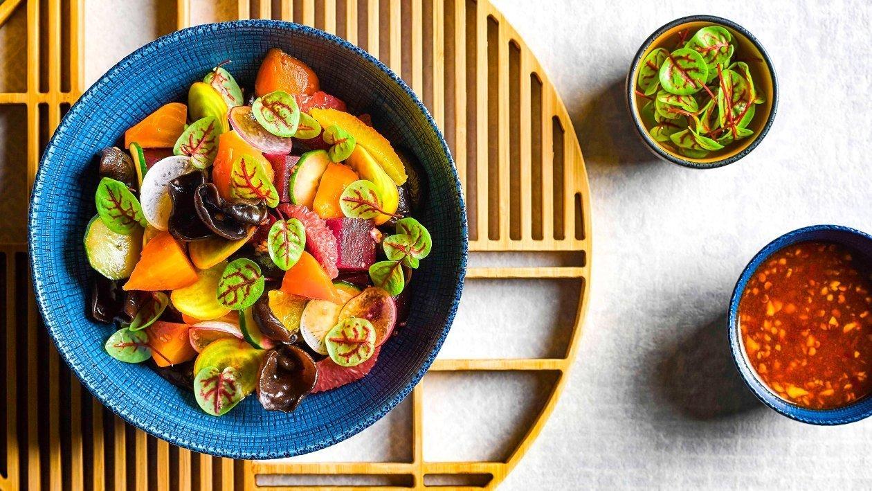 Salata cu sfecla rosie, ciuperci negre si dressing asiatic