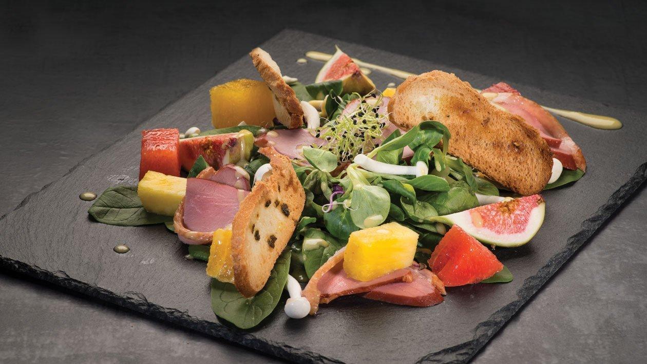 Salata Monaco cu pastrama de rata si citrice