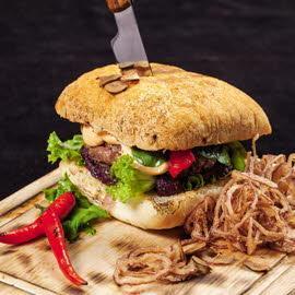 Бургер с луковым мармеладом