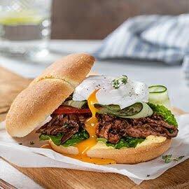 Бургер с яйцом пашот