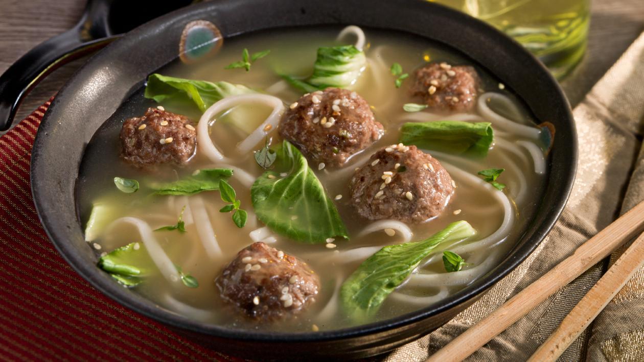 Азиатский суп с фрикадельками и шпинатом