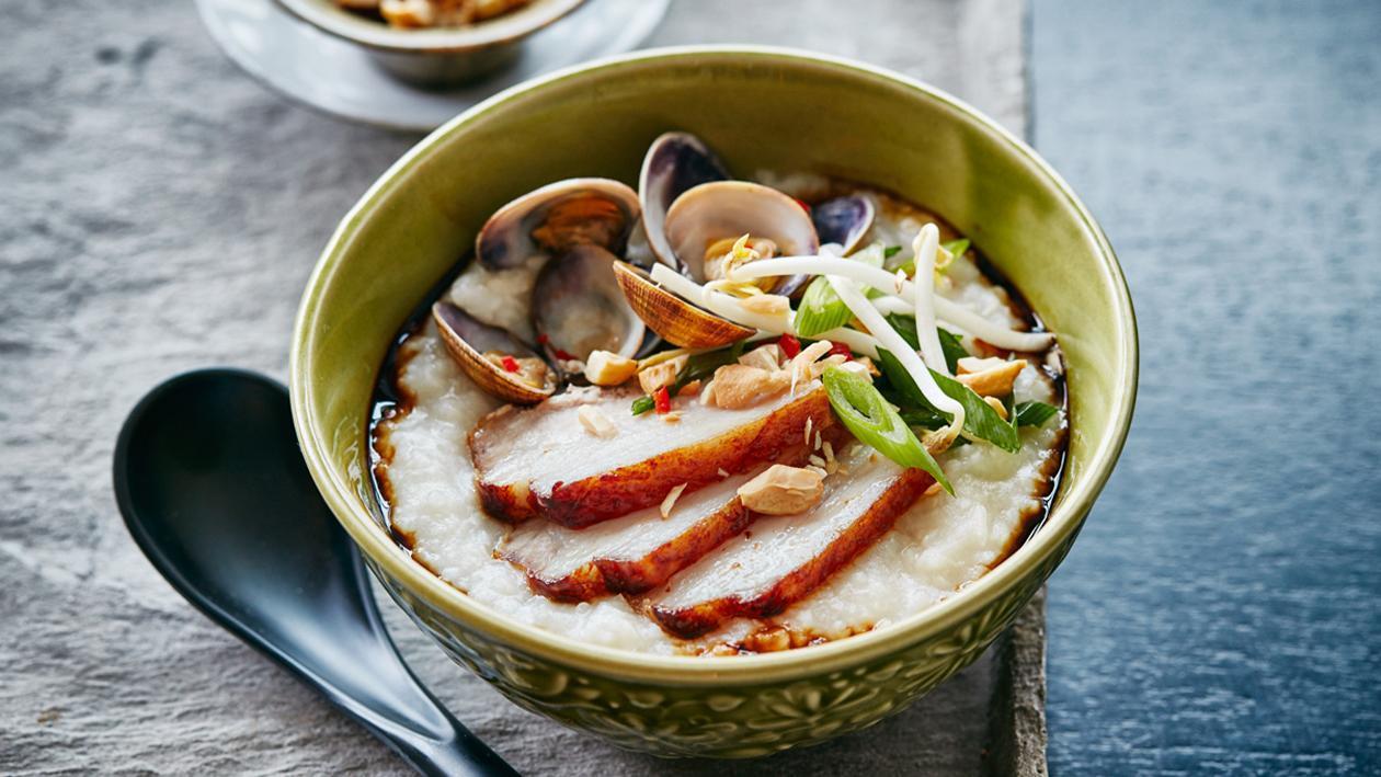 Китайский бульон с рисом, копченой свининой и мидиями