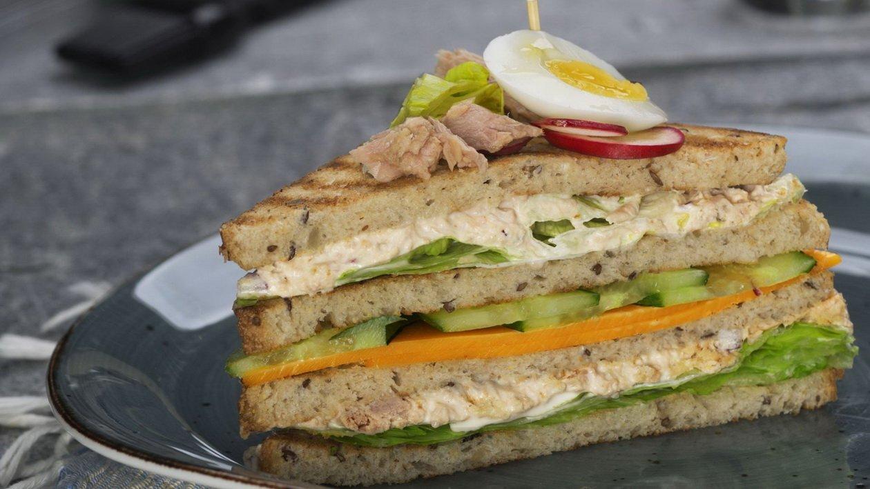 Клаб сэндвич с тунцом и майонезом