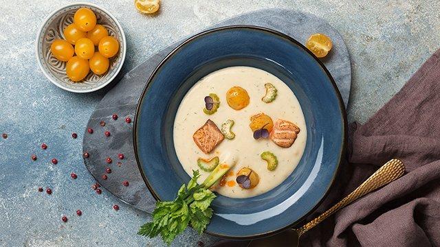 Крем-суп с лососем и сельдереем