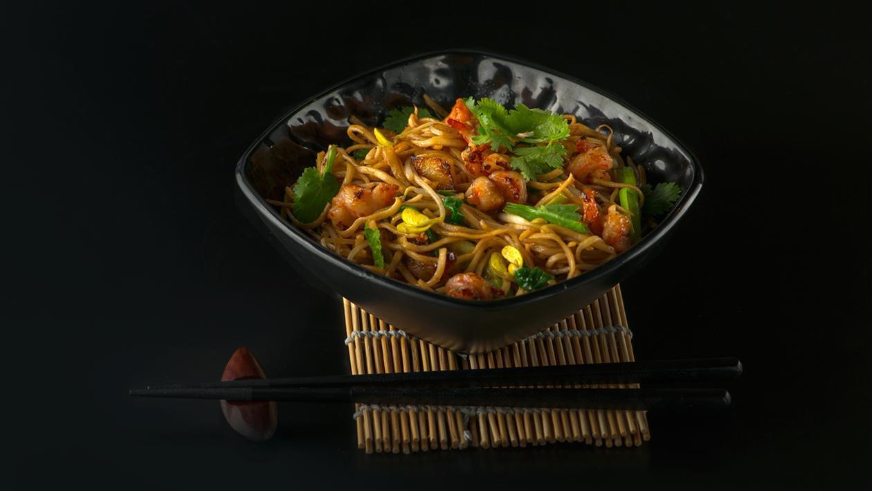 Лапша с креветками в устричном соусе