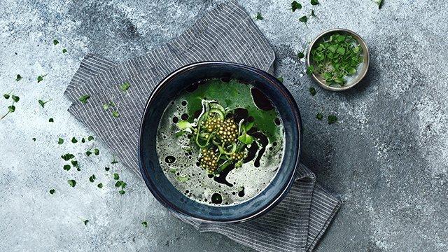 Огуречный суп с тапиокой и копченой сметаной