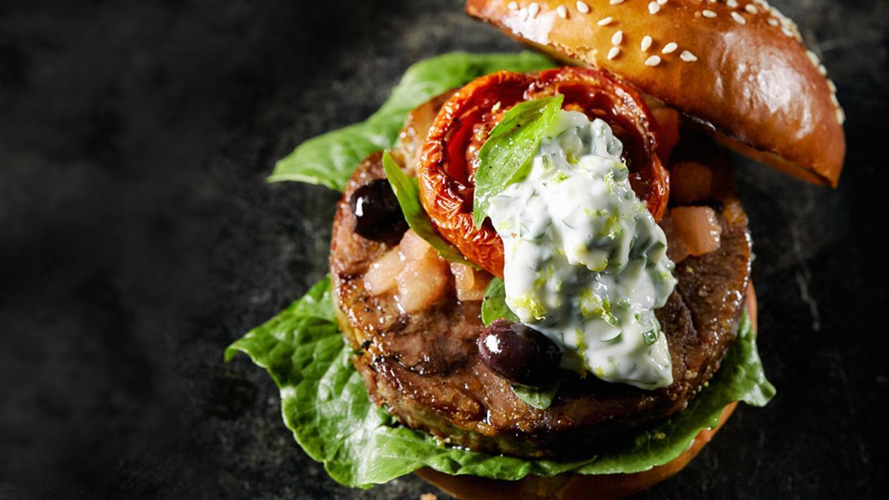 Оссобуко бургер с соусом гремолата и томатной сальсой