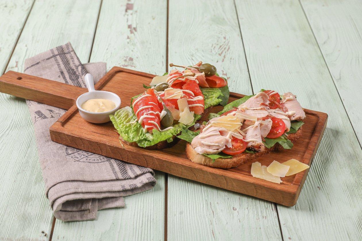 Открытые сэндвичи с семгой