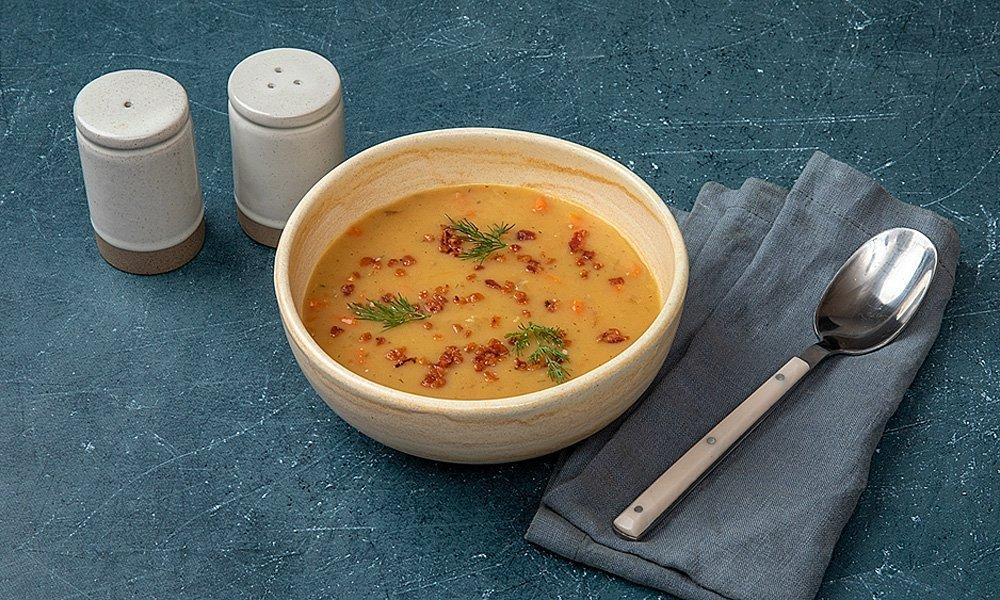 Суп гороховый с говяжьими щеками и беконом