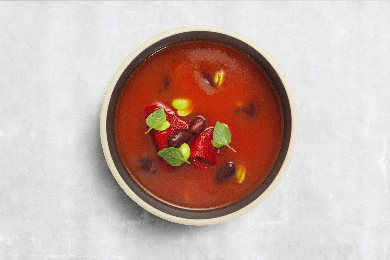 Суп-пюре из томатов с фасолью кидни, эдамаме и болгарским перцем
