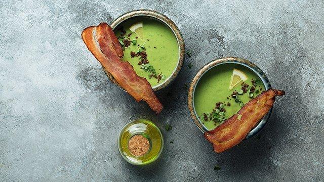 Суп с кабачком, цукини и беконом