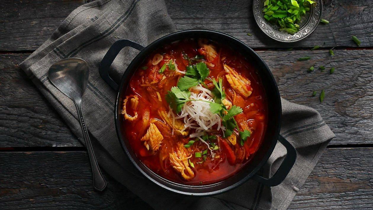 Томатный суп с имбирем и кальмарами