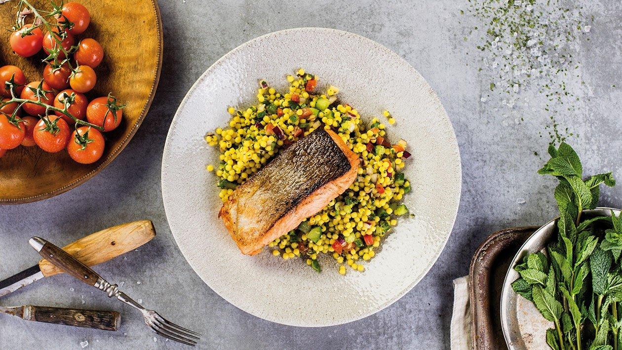 Ліванський салат табуле з обсмаженим на грилі лососем – Рецепти
